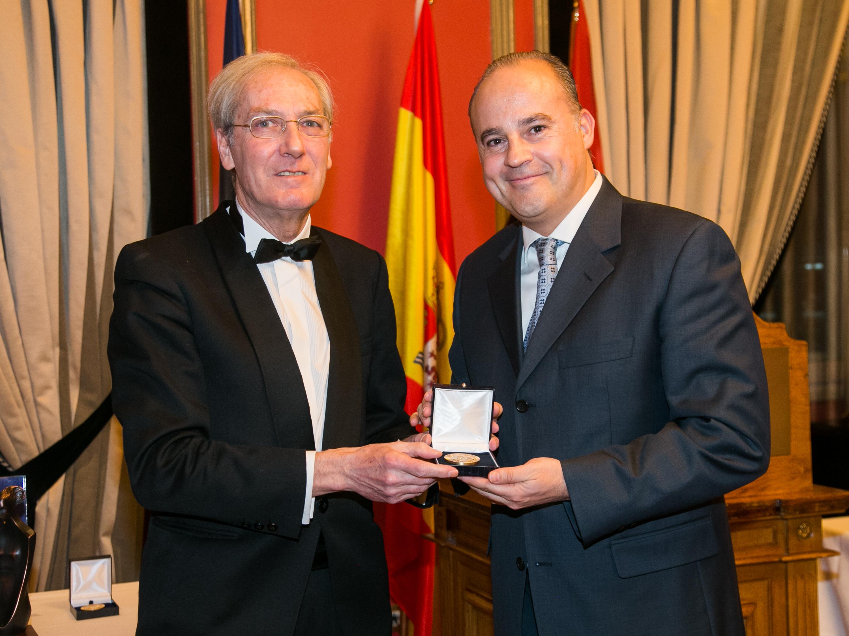 Oscar Alonso, Medalla de Oro del Foro Europa 2001